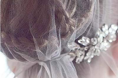 Schicke Brautfrisuren mit Kopfschmuck