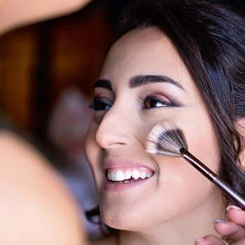 Rizzo fotografi: Sempre durante la preparazione i momenti condivisi con truccatrici e parrucchieri sono pieni di emozione.