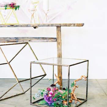 Urna de cristal en forma de cubo. Credits: The Great Romance Photo