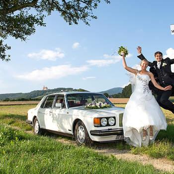 Die einzigartigen Momente und Emotionen am Tag der Hochzeit im richtigen Augenblick festzuhalten, bereitet mir große Freude und ist meine Motivation schöne und stilvolle Fotos zu machen. So entstehen kostbare und bleibende Erinnerungen fürs Leben.  Mein Stil ist eine Kombination aus ästhetischer und kreativer Fotografie mit einer fotojournalistischen Reportage. Mein Einfühlungsvermögen ermöglicht es dem Brautpaar sich völlig ungezwungen und natürlich vor der Kamera zu bewegen. Diese Natürlichkeit wird bei mir mit fotografischer Ästhetik kombiniert. Ein wenig Regie und Inszenierung ist jedoch meistens notwendig, um zu den gewünschten Resultaten zu kommen. Gute Hochzeitsfotos sind für mich Bilder, die begeistern und berühren.  Bei der Hochzeitsreportage ist große Aufmerksamkeit und Schnelligkeit gefordert, um Emotionen im richtigen Augenblick festzuhalten. Ich glaube die Fähigkeit zu besitzen, die Magie des Augenblicks zu erkennen und schnell genug mit der Kamera zu handeln, um diese besonderen und kostbaren Momente festzuhalten.