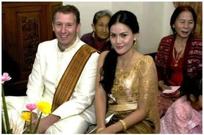 Il secondo matrimonio, celebrato con rito buddhista, di Dowe e Peppe. Via doweepeppe.zankyou.com