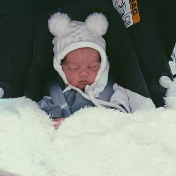 Gui, como é carinhosamente chamado, nasceu com alguns problemas respiratórios, mas oito dias depois foi para casa. | Foto via Instagram @carolinadeslandes