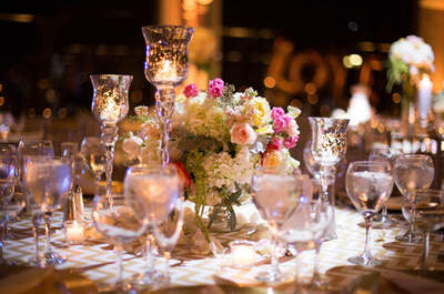 Chevron, dorado y pink en una boda moderna cerca de las nubes