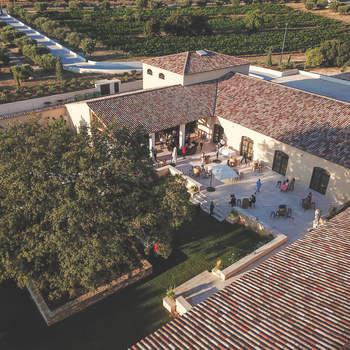 Photo : Château Saint Hilaire - Au pied des collines de Coudoux, cette exploitation viticole familiale vous offre un décor idyllique pour votre réception.