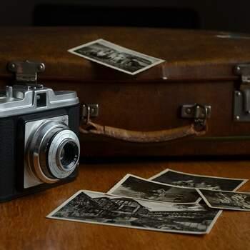 Centros de mesa vintage con cámara de fotos retro