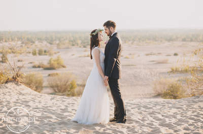 Zdjęcia ślubne na pustyni, to świetny pomysł! Zobacz to!