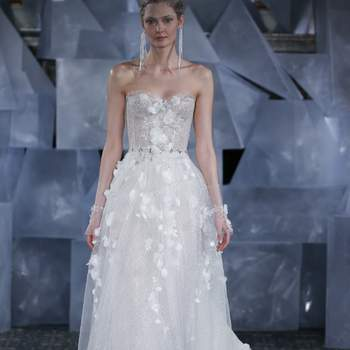 Créditos: Mira ZwillingerI | New York Bridal Fashion   Week April 2018