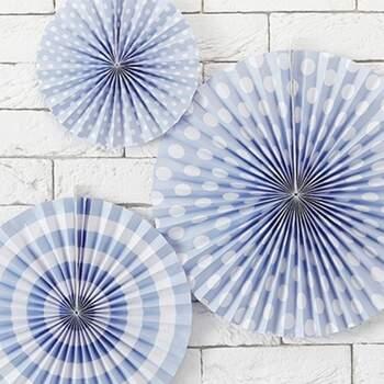 Petites Roses Décoratives Bleu Claires Et Blanches 3 Pièces - Achetez sur The Wedding Shop !