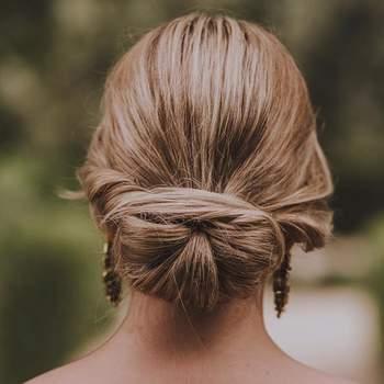 Penteado para noiva com coque baixo | Foto: Urvan