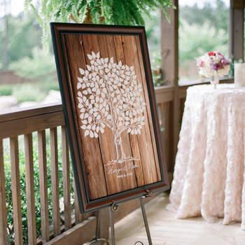 Árvore para impressões digitais de convidados. Credits: Julie Paisley