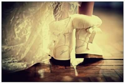 Se gli invitati non sopportano il caldo, il rischio è quello della metamorfosi in Bride-zilla. Foto via Jokeroo.com