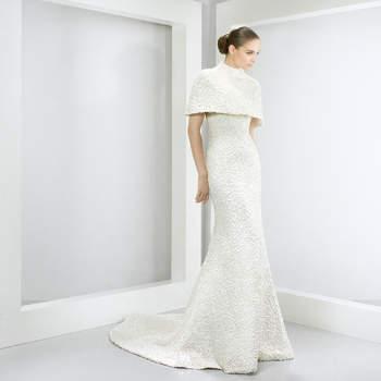 c1a7a221eb 42 wspaniałe suknie ślubne idealne na ślub zimową! Zobacz 42 zdjęć.  Credits  Jesús ...