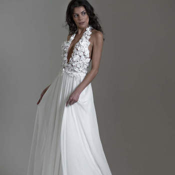 Anna Ceruti: lavora per la realizzazione di splendidi abiti da sposa, con giovani e qualificati che provengono dalle migliori scuole italiane, e riescono in ogni creazione ad apportare un tocco di classe ed originalità.