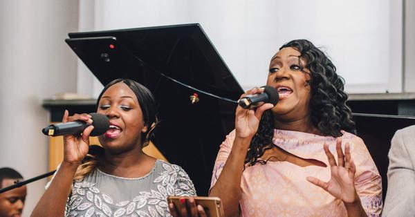 Die Schonsten Lieder Fur Den Einzug Bei Der Trauung Hochzeitsblog The Little Wedding Corner