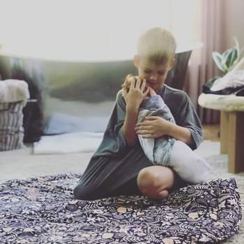 Hilary já é mãe de um menino, o pequeno Luca Cruz, de seis anos, fruto do seu casamento com Mike Comrie.  | Foto via Instagram @hilaryduff