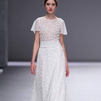 Esther Noriega | Credits: Valmont Bridal Fashion Week