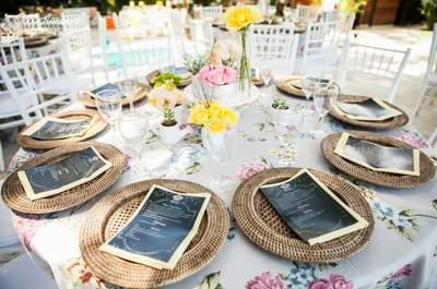 Ein Hochzeitstisch mit kreativen Menükarten - so wählen Sie die passende Papeterie für Ihre Hochzeit!