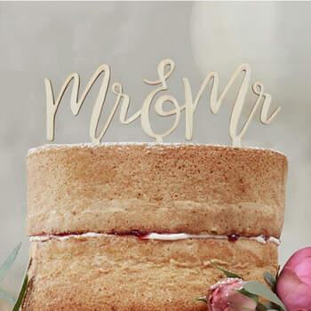 Topper tarta nupcial Mr. y Mr. en madera- Compra en The Wedding Shop