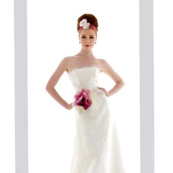 abito sposa a redingotte in gazar con preziose applicazioni di pizzo chantilly rebrode