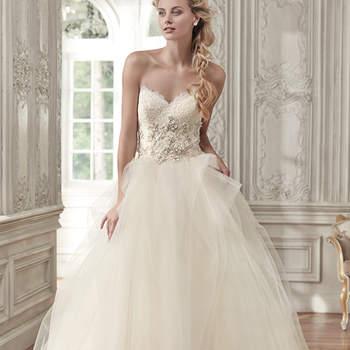 """Elegant und glamourös ist diese Prinzessinnen-Robe mit Swarovski Kristallen. <a href=""""www.maggiesottero.com/maggie-sottero/aracella/9541"""" target=""""_blank"""">Maggie Sottero</a>"""