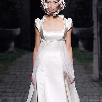 Vestido de inspiración rural con detalles vintage en la falda, de Victorio & Lucchino 2013. Foto: Barcelona Bridal Week