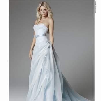 Abito senza spalline color azzurro pastello con gonna drappeggiata in organza. Blumarine Sposa 2013. Foto: www.blumarine.com