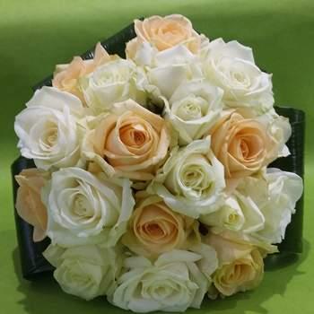 Bouquets de mariée colorés, déco fleurie chic et romantique... On craque pour les créations florales de P'tite Fleur !