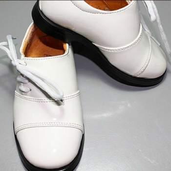 Chaussures de cérémonie Nathan pour petit garçon. Crédit photo: Boutique Magique
