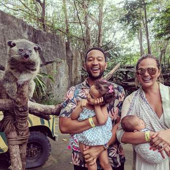 A modelo e o cantor estão casados desde 2013. Tanto a primeira gravidez como a segunda foram geradas por fertilização in vitro. | Foto via Instagram @johnlegend