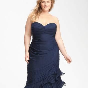 992386e28 ... Los escotes y los vestidos ceñidos no están reñidos con las invitadas  XXL.