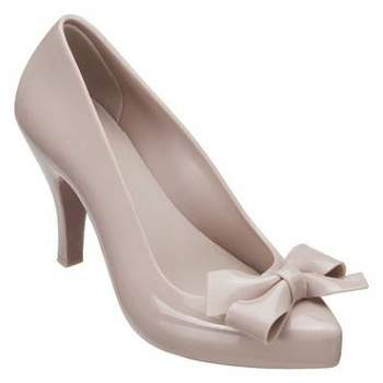 As famosas Melissas tem feito cada vez mais sucesso com as noivas. São muitos modelos e cores disponíveis para todos os gostos e estilos. Perfeito para noivas modernas!