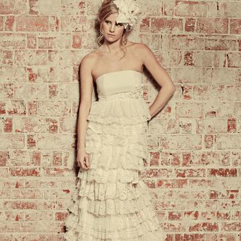 Handmade Wedding + Event Clothier (Foto: http://www.etsy.com/listing/90411475/recycled-fabric-bohemian-wedding-dress)