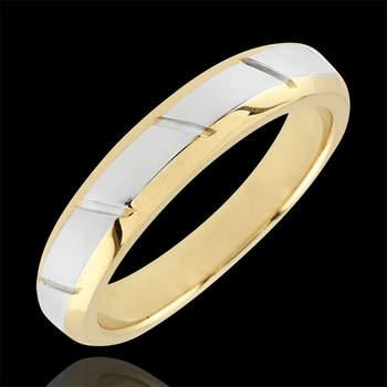 Voluminoso anillo en oro blanco y amarillo de 9 quilates con bordes biselados marcados con estrías. Foto: Edenly.  http://tinyurl.com/d4pyzhp