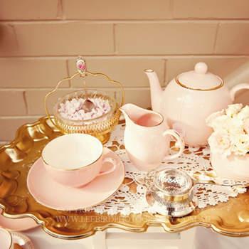 La touche vintage par Amy Atlas ! Ambiance Alice au Pays des Merveilles autour de cette tasse de thé !