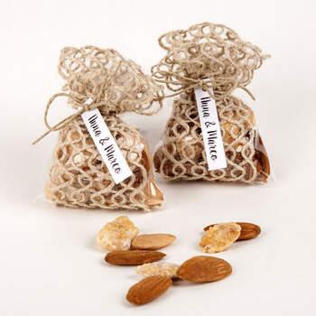 Bolsa de yute con almendras- Compra en The Wedding Shop