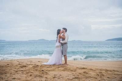 Casamento na praia de Marcela e Anthony: simples, mágico, intimista e bem descontraído como esse lindo casal