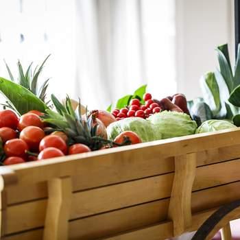 Carro de verduras de la huerta en finca La Muñoza con el Catering The Cook. Credits: Esif Fotografia