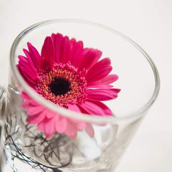 Die Farbe Pink ist immer gerne beliebt als Tischdeko. Foto: 2Rings Trouwfotografie (Holland)