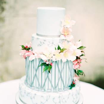 Inspiração para bolos de casamento de 3 andares | Créditos:  Zosia Zacharia Photography