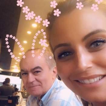 «E este é o Papi morenaço e bonitão da minha vida! Escolhi está foto porque mostra bem a nossa cumplicidade! Somos felizes juntos e divertimo-nos muito! Ele é um companheiraço e eu tenho a sorte de poder partilhar a minha com ele! Obrigada por esta oportunidade! Love u Papi!!  Feliz dia do pai para todos!!!!!!» | Foto reprodução Instagram @lilianasantos