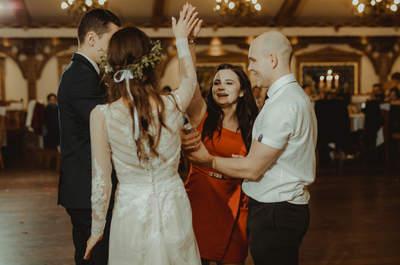 Białe trampki, liść paproci i suknia boho. Fantastyczna sesja ślubna Renaty i Konrada w górach!