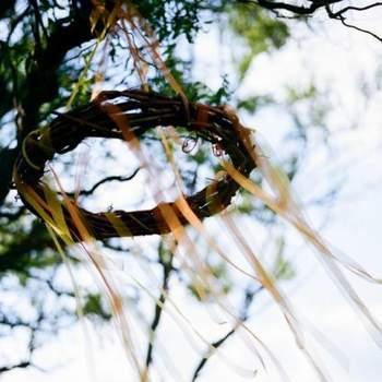 Adorno colgado de los árboles.