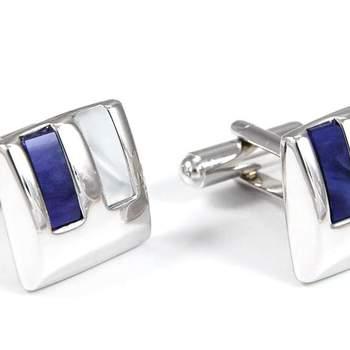 """Elegantes gemelos en colores nácar y azul. Foto: <a href=""""https://www.zankyou.es/f/gemelolandia-21113"""" target=""""_blank"""">Gemelolandia</a>"""