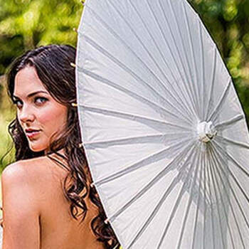 Sombrilla de papel y bambú blanco - Compra en The Wedding Shop