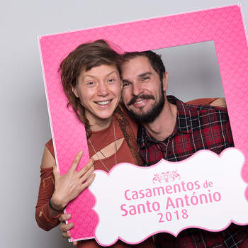 """<p><b>Bozane &amp; Ricardo</b><p>Estrela<p>Bozena tem 38 anos e é Escritora; Ricardo tem 39 anos e é Ciclista. Vão ter um casamento católico.<p>A frase do casal: """"Para um Planeta Melhor"""""""