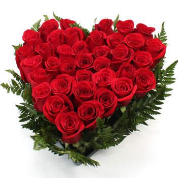 Un precioso ramo de rosas en forma de corazón, le dejará sin palabras. Foto: Regalooriginal.com
