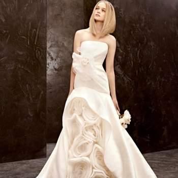 Chamar low cost a uma colecção de vestido de noiva Vera Wang pode ser um bocadinho abusivo... mas a verdade é que a sua linha White é mais económica do que a principal. Agora, em exclusivo para a David's Bridal, a estilista apresenta novos modelos.