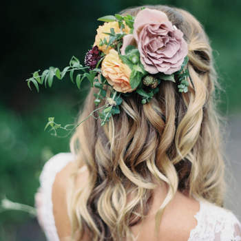 Penteado para noiva com cabelo semi preso | Credits: Winsome and Wright Photography