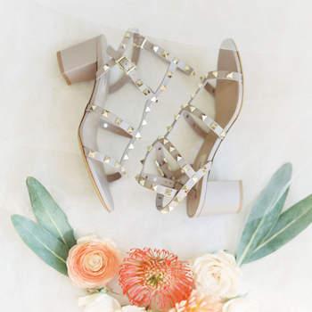 Chaussures de mariée blanches Lauren Fair Photography