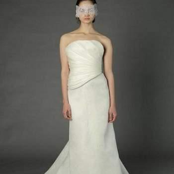 O vestido de noiva é uma escolha muito pessoal de cada noiva. Veja esta linda seleção de vestidos Douglas Hannant e inspire-se!